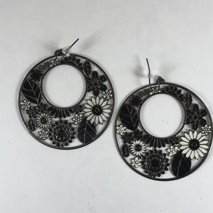 💲FREE💲Black and white floral earrings